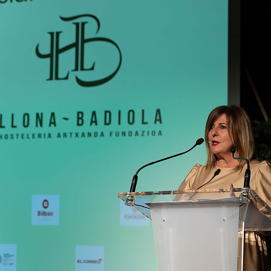 Maribel Salas en subasta solidaria Acción Social Grupo Llona